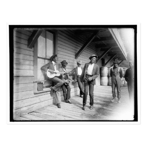 Afroamericanos que esperan el barco c1902 tarjeta postal