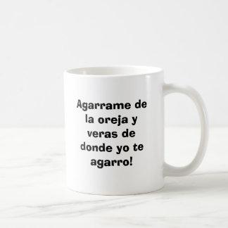 Agarrame de la oreja y veras de donde yo te aga... coffee mug