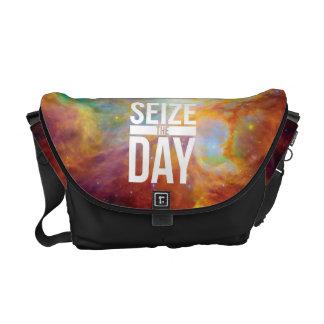 Agarre la nebulosa del día bolsa de mensajería
