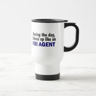 Agente del FBI durante el día Tazas