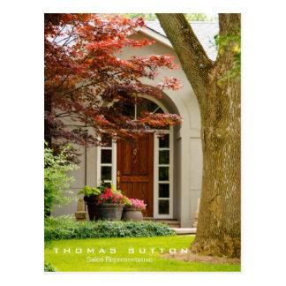 Agente inmobiliario de madera de la puerta de la postal