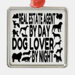 Agente inmobiliario del amante del perro ornatos