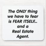 Agente inmobiliario del miedo alfombrillas de ratón
