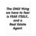 Agente inmobiliario del miedo tarjeta postal