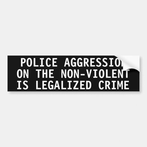 Agresión de la policía en el no violento etiqueta de parachoque