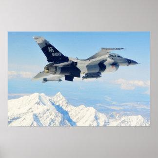 Agresor del halcón que lucha F-16 Póster