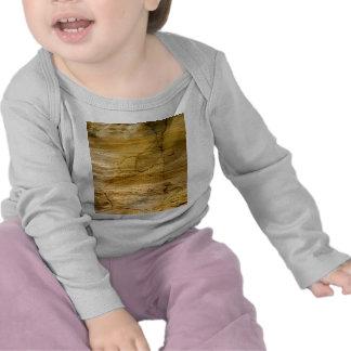 Agrietado de piedra camiseta