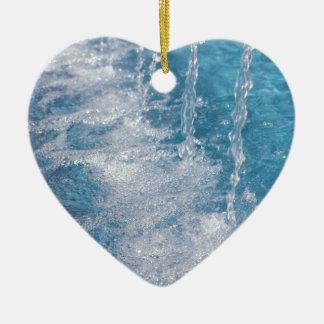 Agua azul adorno navideño de cerámica en forma de corazón