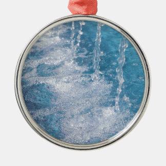 Agua azul adorno navideño redondo de metal