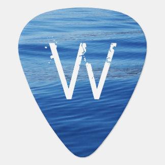 Agua azul con monograma en el lago Tahoe Uñeta De Guitarra