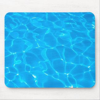 Agua azul de la piscina alfombrilla de ratón