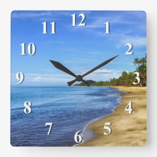 Agua azul y cielo de la playa de la isla reloj cuadrado