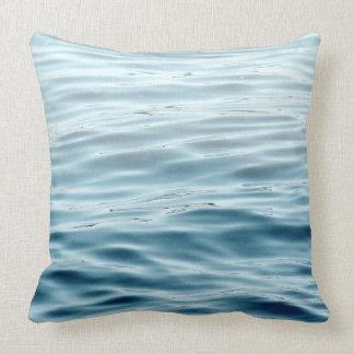 Agua azul y gris de la almohada cojín decorativo