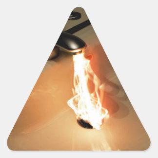 Agua caliente calcomania triangulo
