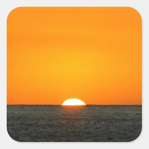 Agua caliente de la puesta del sol pegatina cuadrada