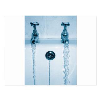 Agua caliente y fría, tiempo del baño, grifos corr tarjetas postales