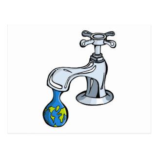 Agua carea de la toma sobre recursos limitados de tarjetas postales