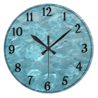 Agua de la piscina - extracto del verano reloj redondo grande