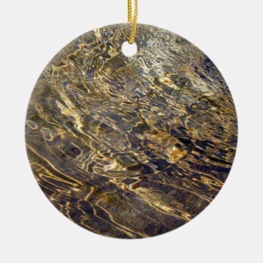 Agua de oro 2 de la fuente adorno navideño redondo de cerámica