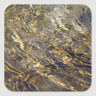 Agua de oro 2 de la fuente pegatina cuadrada