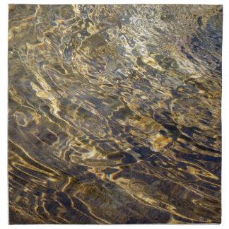 Agua de oro 2 de la fuente servilleta imprimida