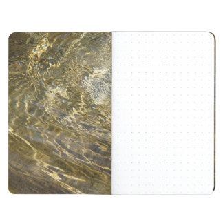 Agua de oro de la fuente cuaderno
