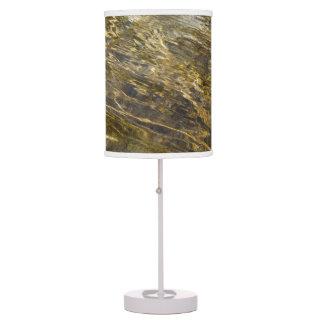 Agua de oro de la fuente lámpara de escritorio