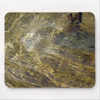 Agua de oro de la fuente mouse pad
