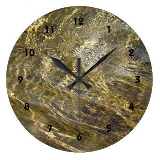 Agua de oro de la fuente reloj redondo grande