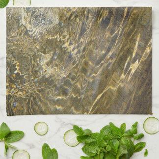 Agua de oro de la fuente toalla de cocina