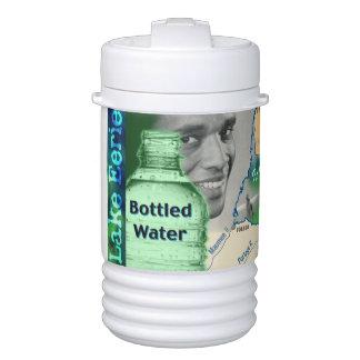 Agua embotellada misteriosa del lago refrigerador de bebida igloo