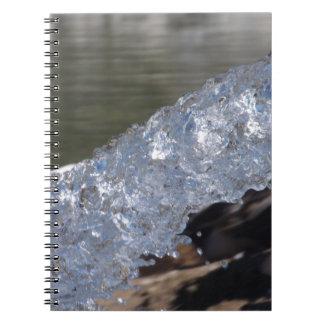 Agua en cuaderno del movimiento