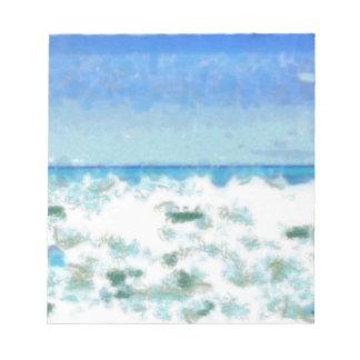 Agua espumosa blanca cerca de la playa libreta para notas