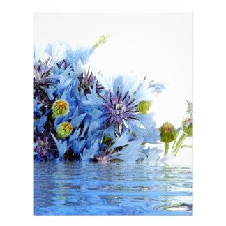 Agua floral azul del claro del arreglo de la decor membrete
