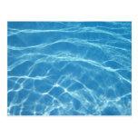 Agua hermosa de la piscina postales