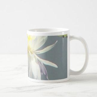 Agua Lillies y libélula Taza De Café
