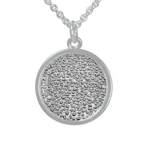 Agua moldeada en superficie collares de plata esterlina