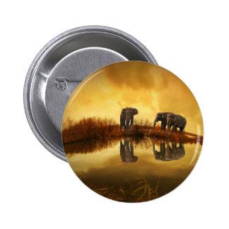 Agua potable de la familia del elefante pin