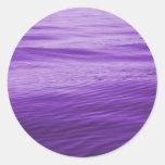 Agua púrpura etiquetas redondas