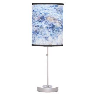 Agua que agita azul de la lámpara
