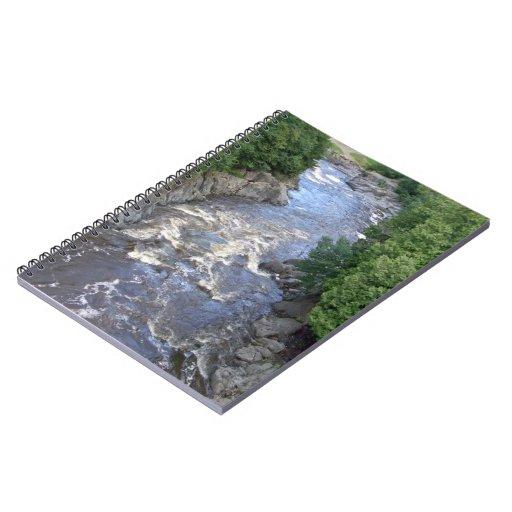 Agua que atraviesa las rocas libros de apuntes