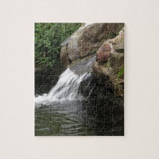 Agua que corre sobre rocas puzzles con fotos