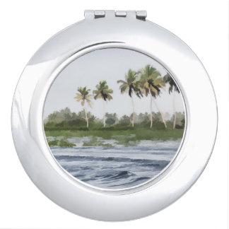 Agua que ondula en la laguna costera espejos compactos