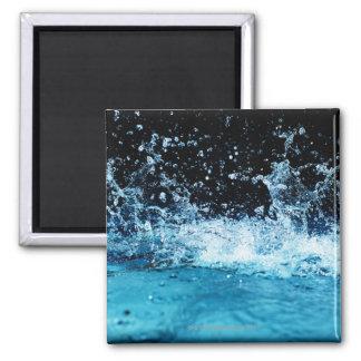Agua que salpica en piscina imán cuadrado