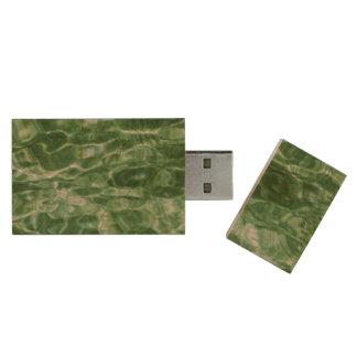 Agua verde abstracta memoria USB 3.0 de madera