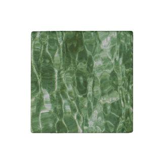 Agua verde imán de piedra