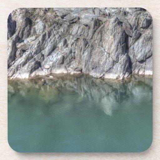 Agua y rocas posavasos