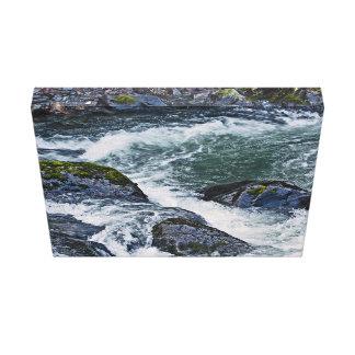 Agua y rocas rápidas lienzo envuelto para galerias