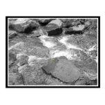 Agua y rocas tarjeta postal