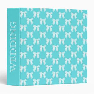 Aguamarina azul con el arco blanco del boda
